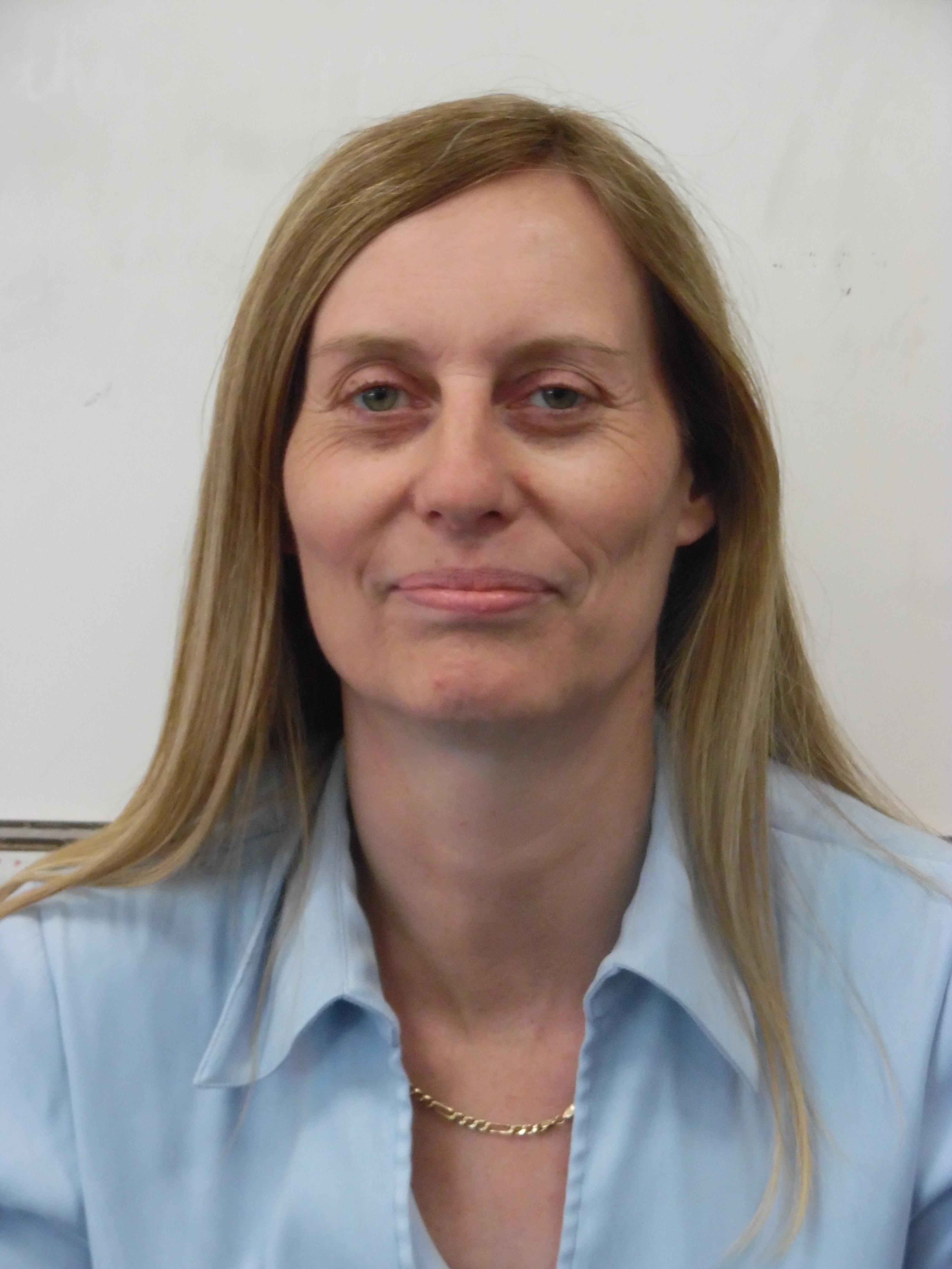 Ms Nicky Clarke